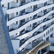 Wohnpark Alt-Erlaa AG übergibt Harry Glück Haus