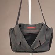 Aus alter Dienstkleidung entstehen kunstvolle Taschen