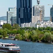 Die DDSG Blue Danube Schiffe lichten in Wien die Anker