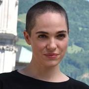 MUK-Absolventin Verena Altenberger als Buhlschaft bei Salzburger Festspielen