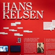 Nur noch bis 10. Oktober: Sonderausstellung über Hans Kelsen